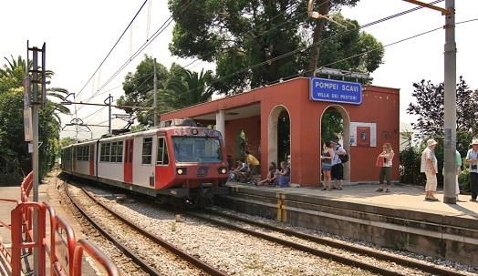 Der Zug zwischen Naepel und Pompei